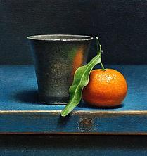 Stilleven met 18e eeuwse tinnen beker en mandarijntje, 25x24cm, 2017.